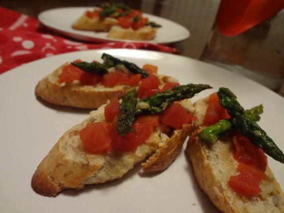 Vegan Bruschetta with Asparagus Tips & Tomato